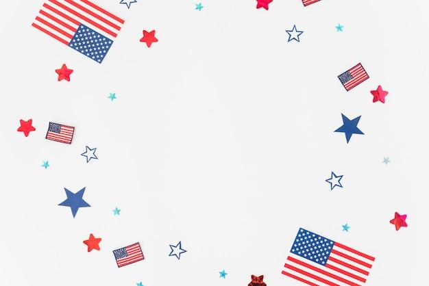Sterne, streifen und flaggen auf weißem hintergrund