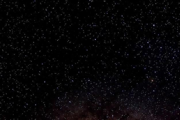 Sterne und galaxie weltraum himmel nacht universum schwarz sternenhimmel von glänzendem sternenfeld