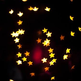 Sterne und roter Blitz