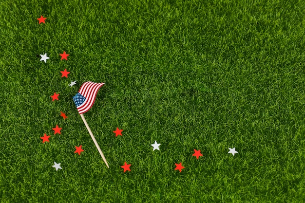 Sterne und usa-flagge auf gras
