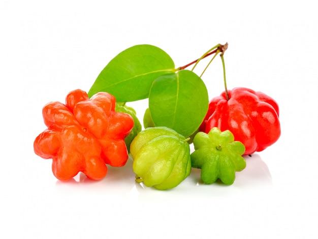 Sternstachelbeere auf weiß. thailändische frucht