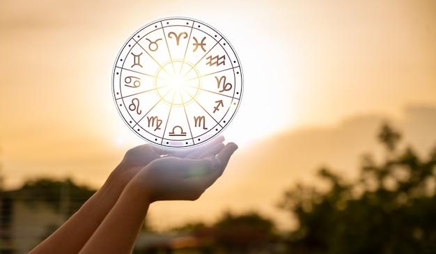 Sternzeichen innerhalb des horoskopkreis-astrologie- und horoskopkonzepts