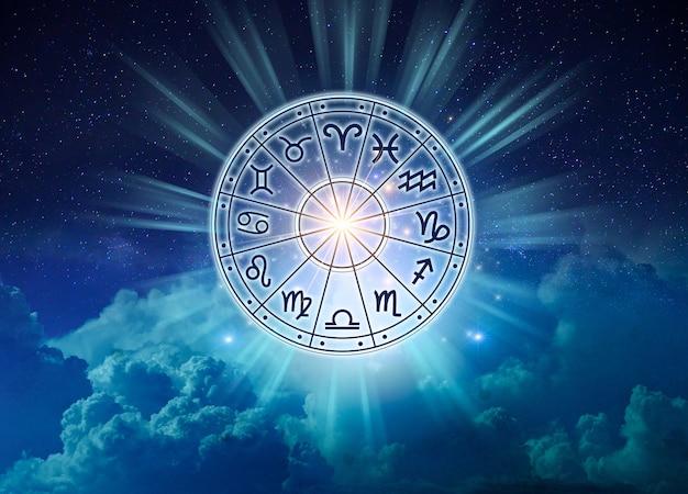Sternzeichen innerhalb des horoskopkreises. astrologie am himmel mit vielen sternen und monden astrologie- und horoskopkonzept