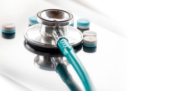 Stethoskop auf digitale tafel