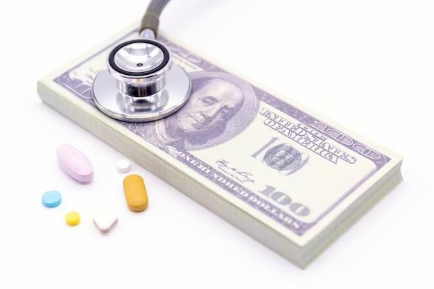 Stethoskop mit dollarbank- und medizinkapseln