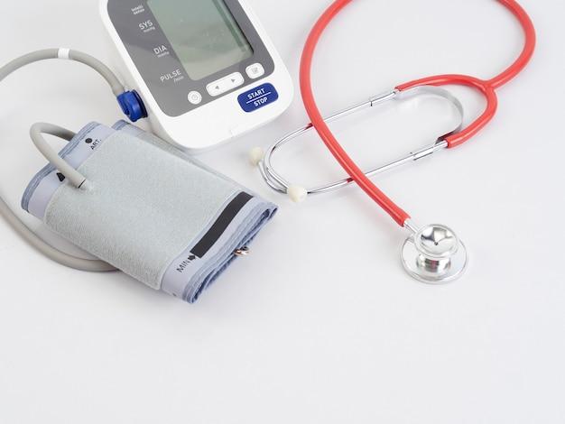 Stethoskop und automatisches blutdruckmessgerät