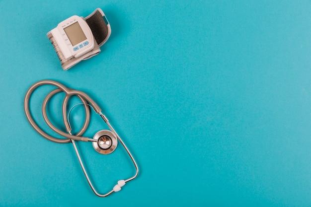 Stethoskop und blutdruckmessgerät