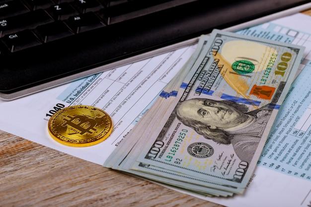 Steuerpapiere in einem umschlag mit 100-dollar-scheinen