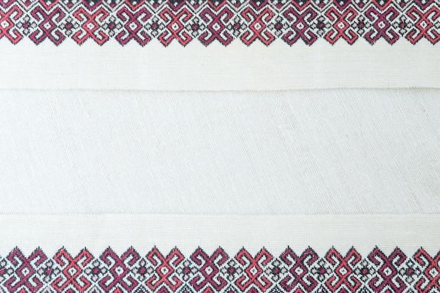 Stickerei-fragment. garn, stoff.