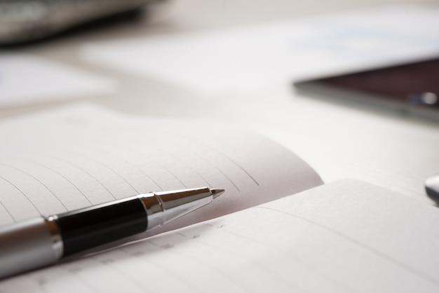Stift auf einer leeren agenda-seite