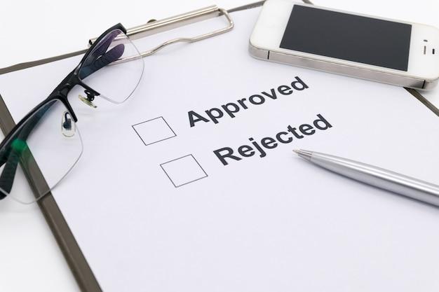 Stift über dokument, wählen sie genehmigt oder abgelehnt.