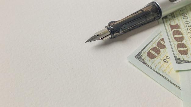 Stift- und banknotenbild für geschäftskonzept.