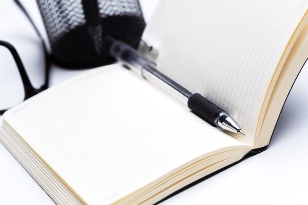 Stift und notizbuch hautnah