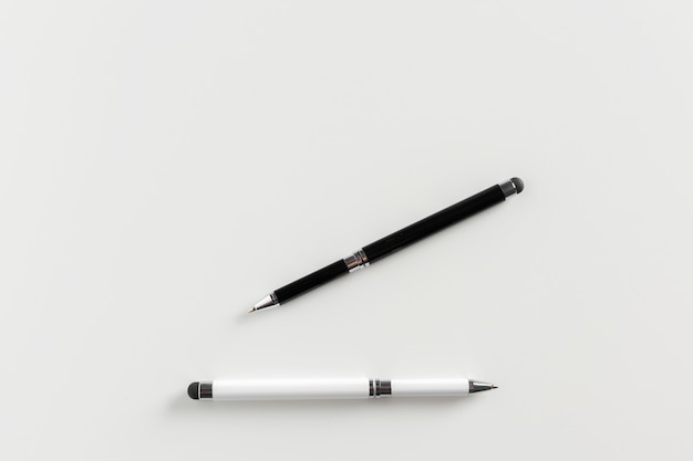 Stifte, isoliert auf weiss