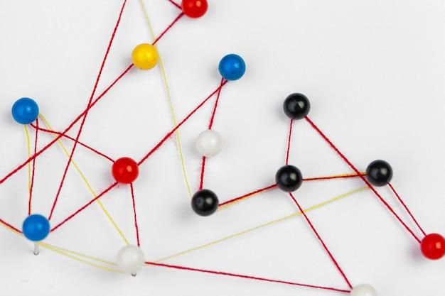 Stifte verbunden, ein netzwerk schaffend