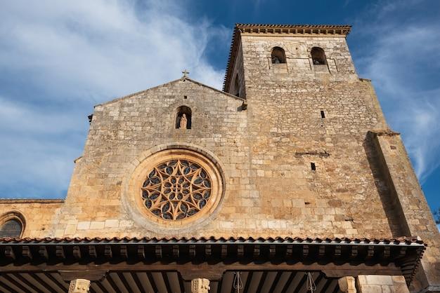 Stiftskirche san cosme, covarrubias, burgos, spanien. es ist eine gotische kirche aus dem 15. jahrhundert.