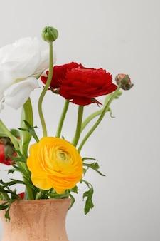 Stillleben-anordnung der inneren blumen in der vase