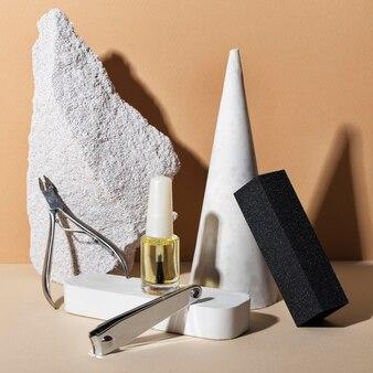 Stillleben-anordnung von nagelpflegeprodukten