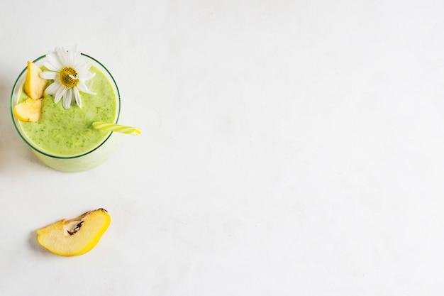 Stillleben des köstlichen grünen smoothie