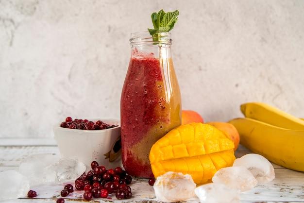 Stillleben eines leckeren sommer-smoothie