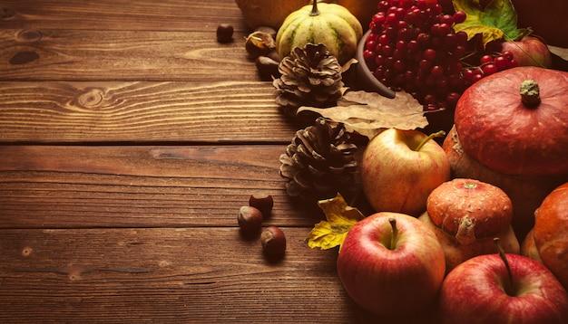 Stillleben mit apfelfrüchten