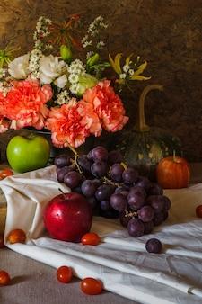Stillleben mit früchten.