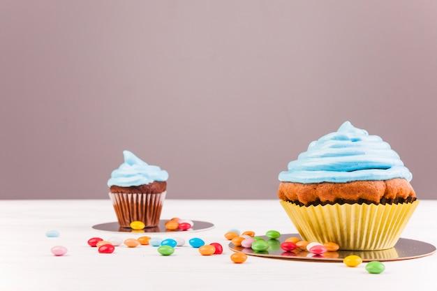 Stillleben mit geburtstag muffin