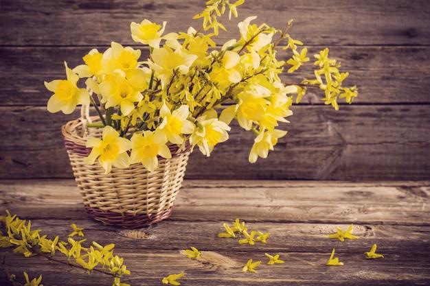 Stillleben mit gelben blüten