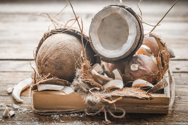 Stillleben mit kokosnuss