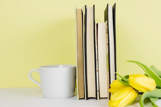 Stillleben mit literaturkonzept