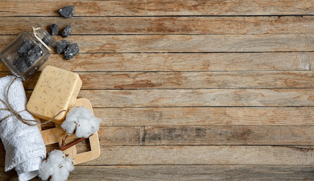 Stillleben mit natürlichen körperpflegeprodukten draufsicht. hygiene-, gesundheits- und schönheitskonzept.