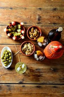 Stillleben mit typisch spanischem und italienischem snack