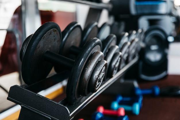 Stillleben von fitnessgeräten