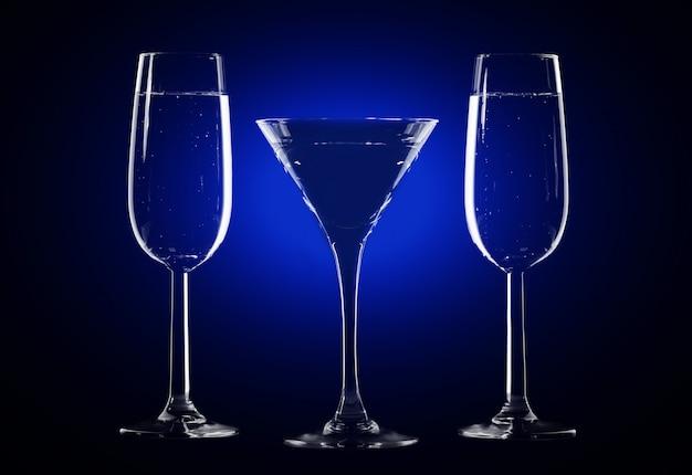 Stilvolle komposition aus drei gläsern