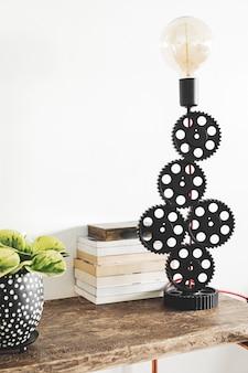 Stilvolle komposition aus kreativer innenarchitektur mit kopienraum, holzkonsole, pflanzen in hipster-töpfen und accessoires. natur und pflanzen lieben konzepte. weisse wände.