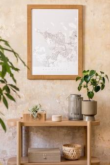 Stilvolle komposition des wohnzimmers mit design-holzkonsole, leiter, bücher, pflanze, uhr, luftpflanze, dekoration, grunge-wand und eleganten persönlichen accessoires in moderner wohnkultur.