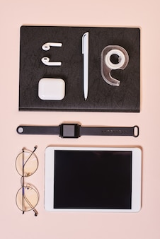 Stilvolle office desktop flat lay
