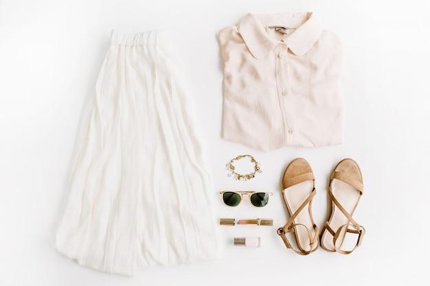Stilvolle, trendige feminine kleidung und accessoires