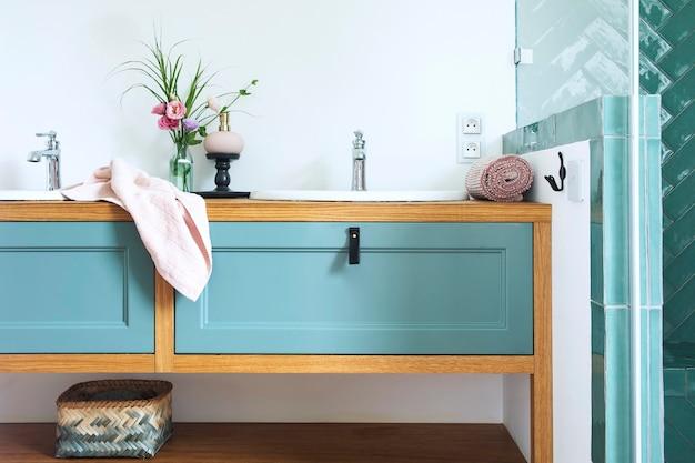 Stilvolle und badezimmer innenarchitektur