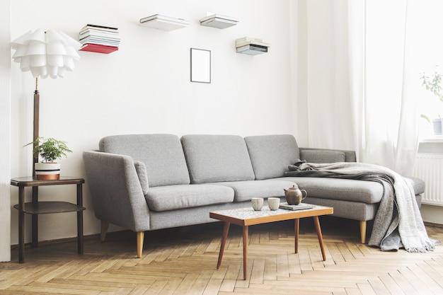 Stilvolle zusammensetzung des geräumigen wohnzimmer interieurs