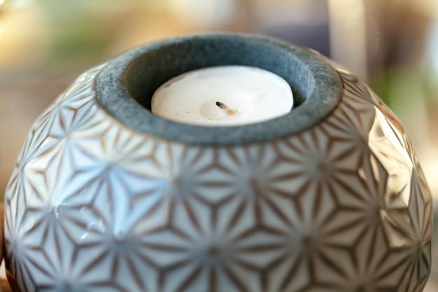 Stilvoller keramischer runder kerzenstandabschluß oben