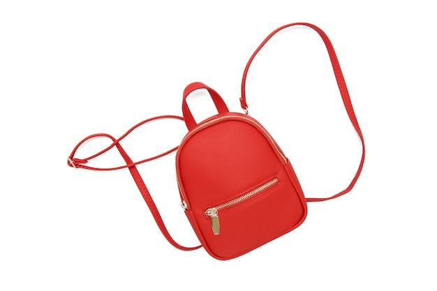 Stilvoller roter weiblicher rucksack lokalisiert