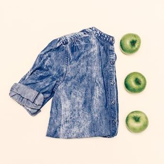 Stilvolles denim-minimal. jeanshemd. kreatives aussehen. frisches kunstdesign