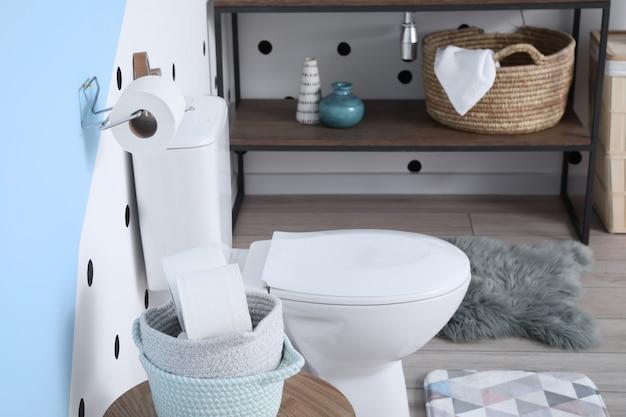 Stilvolles interieur der modernen toilette
