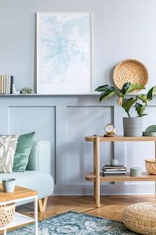 Stilvolles interieur des wohnzimmers mit mock-up-posterrahmen, design-sofa, couchtisch, konsole, pflanze, teppich, kissen, plaid, büchern, uhr und eleganten persönlichen accessoires in moderner wohnkultur.