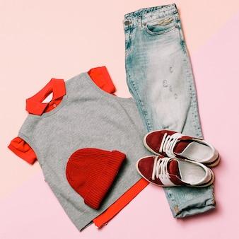 Stilvolles kleidungsset. stadt lässige mode. frühling. denim und accessoires. mütze, pullover, sneakers hipster lady look