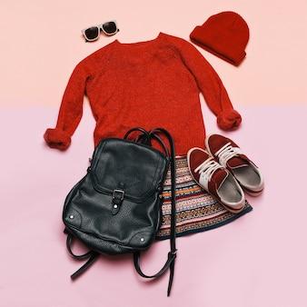 Stilvolles kleidungsset. stadt lässige mode. frühling. kleid und accessoires. priorität rot