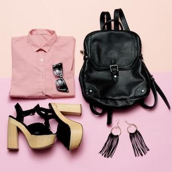 Stilvolles lady outfit rosa hemd und schwarze accessoires, modischer schwarzer rucksack