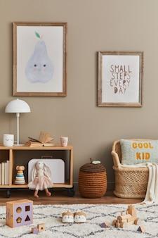Stilvolles skandinavisches kinderzimmerinterieur mit spielzeug und möbeln, plakatrahmenvorlage