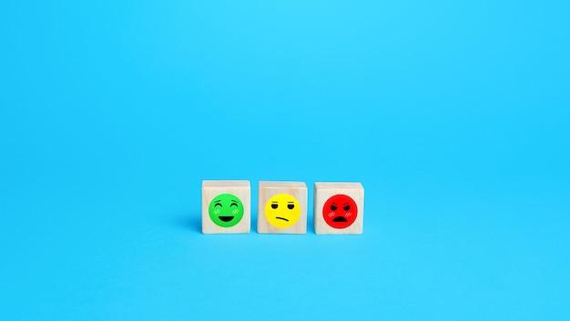 Stimmungsbilder von zufrieden bis unzufrieden konzept der bewertungsüberprüfung zufriedenheit der besucher mit den erhaltenen leistungen